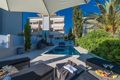 The swimming pool at or close to Apartments Villa Maelise