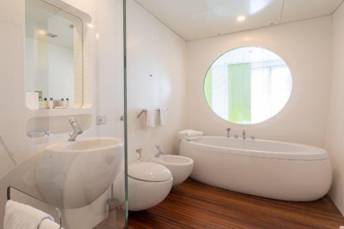 A bathroom at DuoMo Hotel