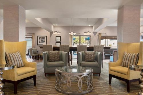A seating area at Hampton Inn Phoenix-Midtown-Downtown Area