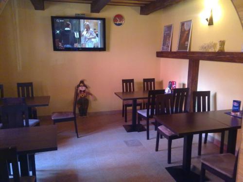 Reštaurácia alebo iné gastronomické zariadenie v ubytovaní Penzion Erihof