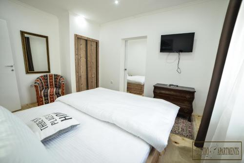 A bed or beds in a room at Centro Apartments
