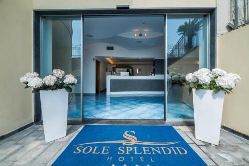 The lobby or reception area at Hotel Sole Splendid