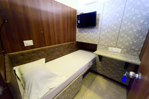 Bedspace- Capsule AC Hotel