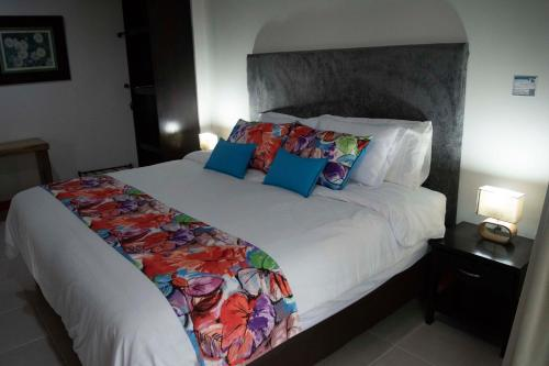A bed or beds in a room at Hotel Campestre La Tata