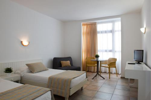 A bed or beds in a room at ApartHotel Idafe