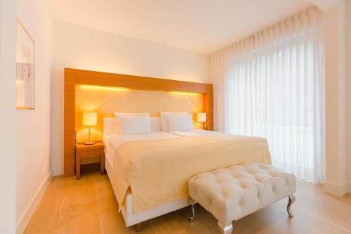 Ein Bett oder Betten in einem Zimmer der Unterkunft Aqua Aurelia Suitenhotel an den Thermen