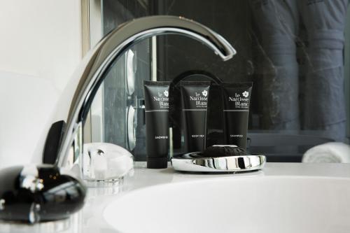 Um banheiro em Le Narcisse Blanc