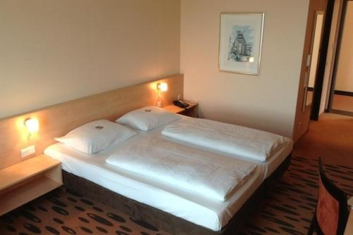 A bed or beds in a room at Hotel Rhein-Ruhr Bottrop