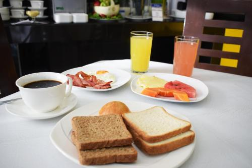 Завтрак для гостей Delfines Apart Hotel