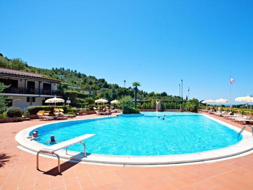 The swimming pool at or near Locazione Turistica Costa di Kair ed Din-4