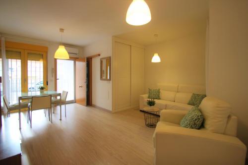 A seating area at Apartamento CasaTuris cerca del aeropuerto de El Altet AT101