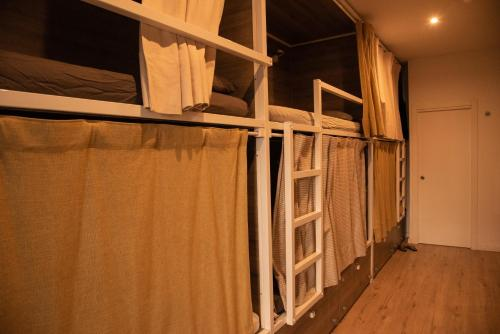 A bunk bed or bunk beds in a room at Cantagua Hostel