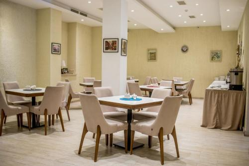 A restaurant or other place to eat at GSG Hotel