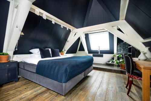 A bed or beds in a room at Hotel Simple