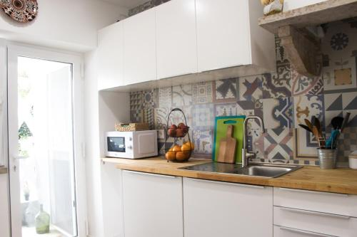 A kitchen or kitchenette at Sea for Yourself