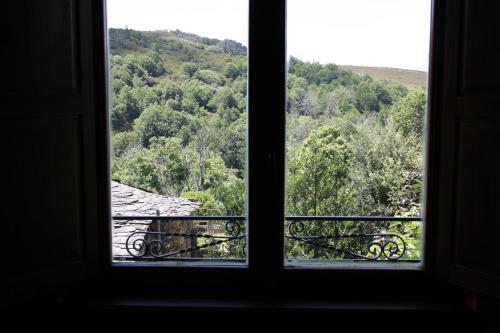 Vista general de una montaña o vista desde the country house