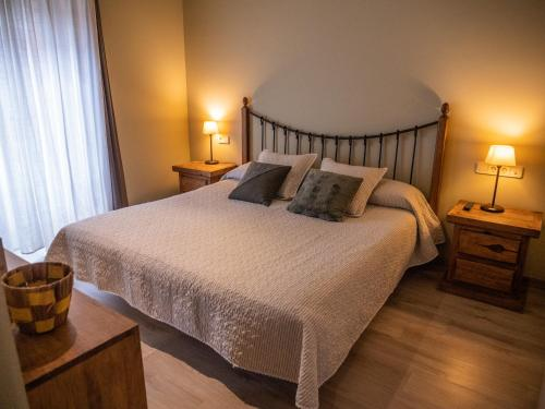 A bed or beds in a room at Peira Blanca Hotel Gastronómico