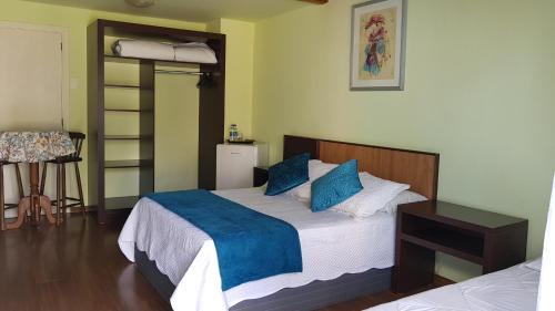 A bed or beds in a room at Villa dos Geranios