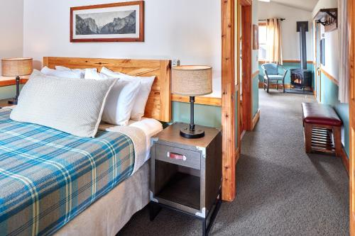 A bed or beds in a room at Evergreen Lodge at Yosemite