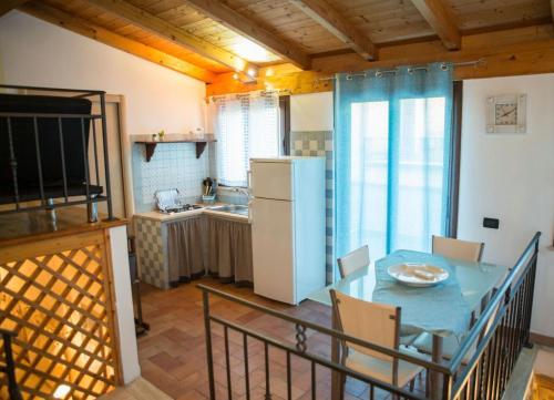 A kitchen or kitchenette at La casetta