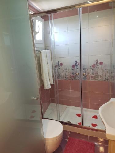A bathroom at Angels Pool Studios and Apartments