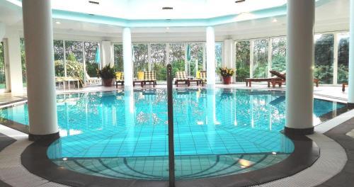 Der Swimmingpool an oder in der Nähe von Das junge Römerstein - Relax&ChillOut-Home