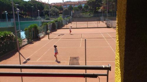 Tennis- en/of squashfaciliteiten bij Aparthotel Golf Beach of in de buurt