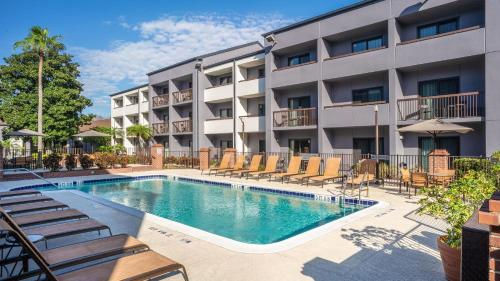 The swimming pool at or near Courtyard by Marriott Orlando Airport