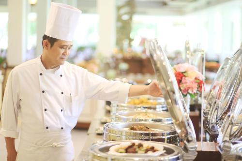 Personeel van Wiang Indra Riverside Resort
