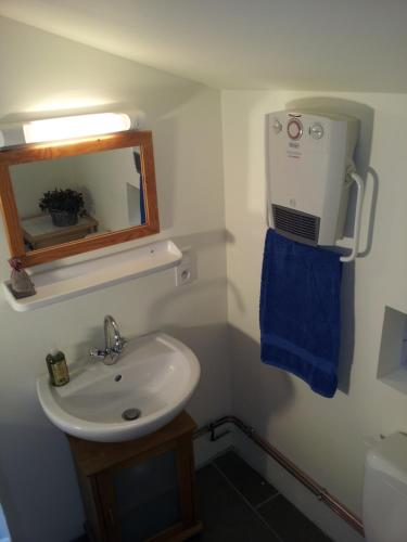 Een badkamer bij L'Enclos B&B