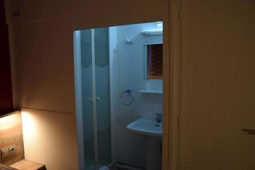 Salle de bains dans l'établissement Le Sleeping