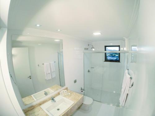 A bathroom at Seville Park Hotel