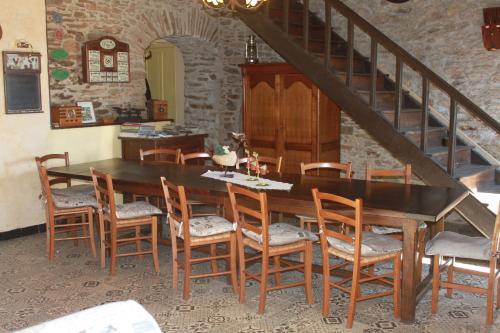 Restaurant ou autre lieu de restauration dans l'établissement Le Mas Bertrand