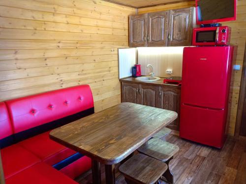 Кухня или мини-кухня в Зураткуль - Дом Таежника