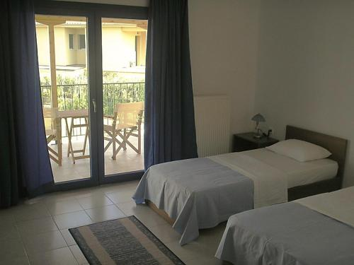 A bed or beds in a room at Hotel Alexandros