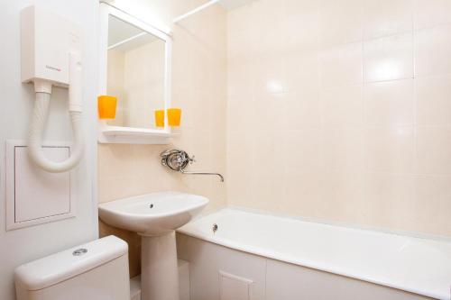 Ванная комната в Red 13 Center