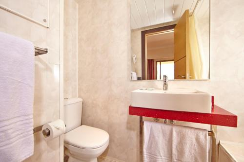 Een badkamer bij MLL Caribbean Bay