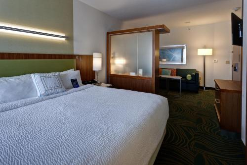 A bed or beds in a room at SpringHill Suites by Marriott Wichita Airport