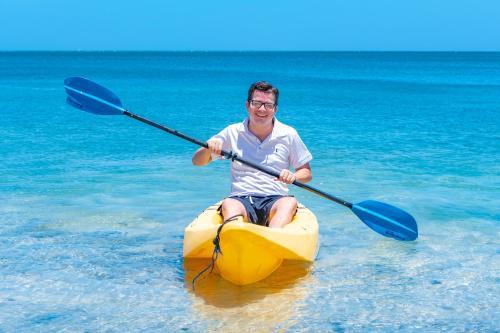 Hacer piragüismo en el resort o alrededores