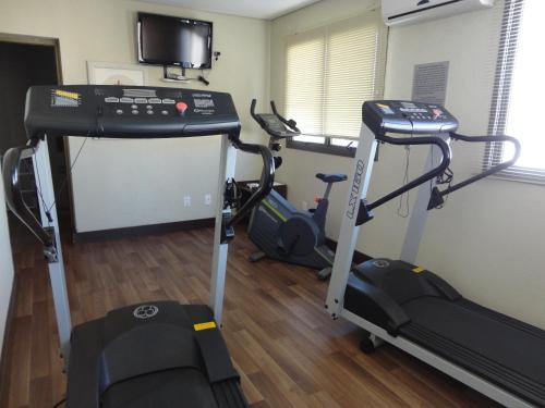 The fitness centre and/or fitness facilities at Master Express Moinhos de Vento Hotel & Coliving
