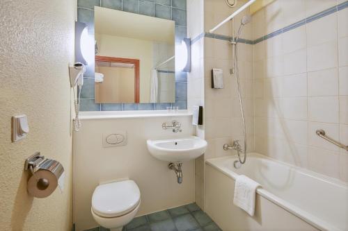 A bathroom at Campanile Hotel Szczecin