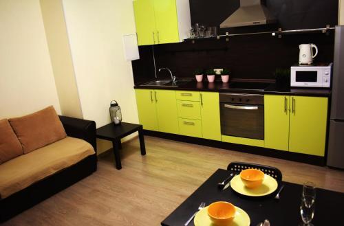A kitchen or kitchenette at Ваша Зона Комфорта у ТРЦ Красный Кит #0160