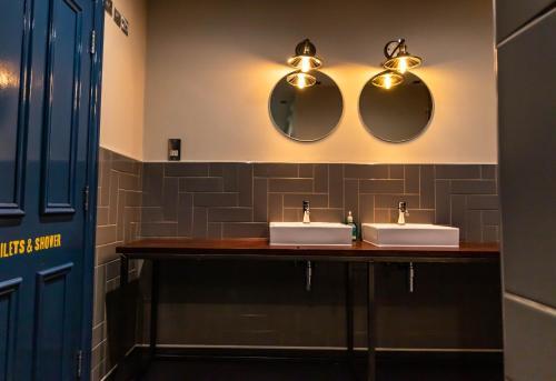A bathroom at PubLove @ The White Ferry, Victoria