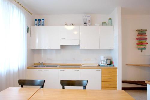 A kitchen or kitchenette at Villa Romantic