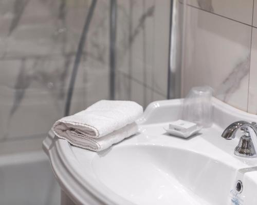 Een badkamer bij Grand Hotel Bellevue - Grand Place