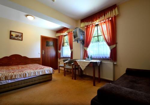 Łóżko lub łóżka w pokoju w obiekcie Willa Zarębek