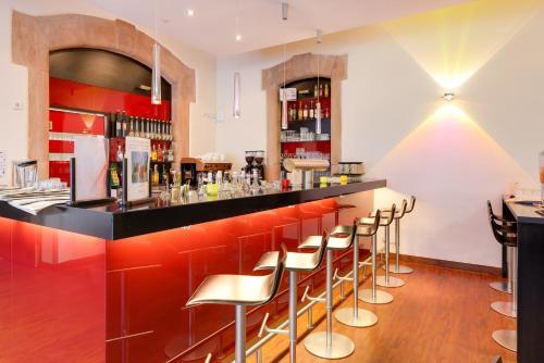 The lounge or bar area at Novina Hotel Tillypark