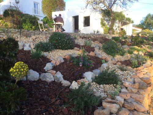 A garden outside Winniehill Bed and Breakfast