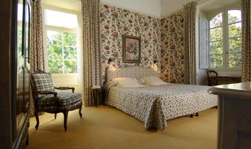 A bed or beds in a room at Hôtel Château de Castel Novel - Les Collectionneurs