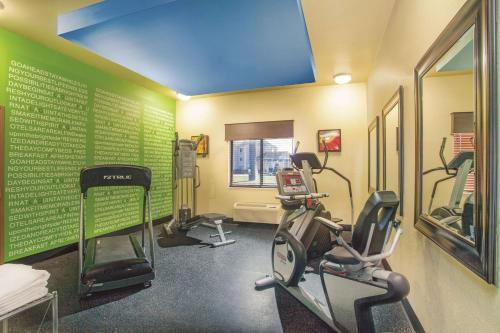 The fitness center and/or fitness facilities at La Quinta by Wyndham Elizabethtown